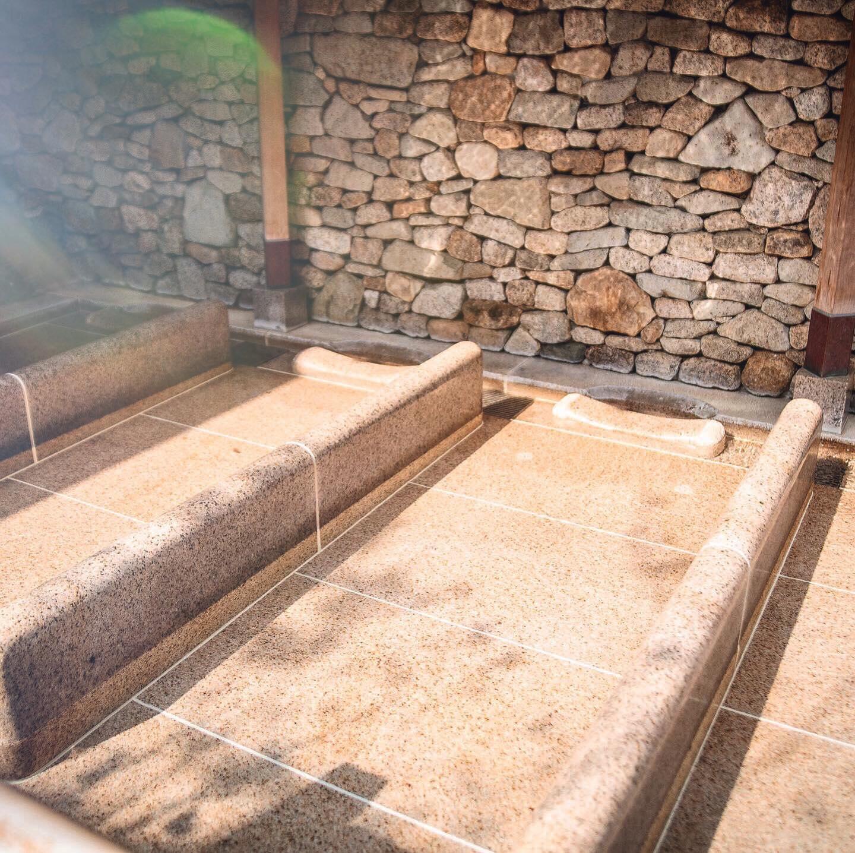 寝湯…ここでうたた寝はキケン。どこまでもいい夢を見てしまいます。・お盆休みの疲れをリフレッシュしに、天山の湯へ来て下さいね🧖♀️🧖♂️・まだまだ炭酸露天風呂、開催中・️天山の湯では地下1200mから湧き出た天然の温泉を楽しんで頂けます️8/31までLINEで何度でも使えるクーポン配布中!!